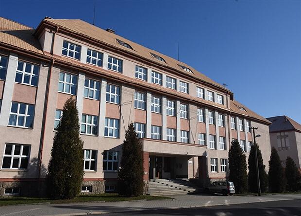 Fotografie školní budovy